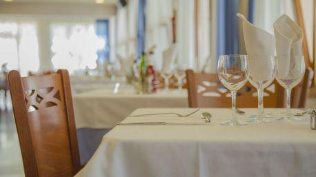 https://www.hotelmedes.com/resources/img/imgTxt/hotel-medes-restaurant-nova-web-S_1_4.jpg